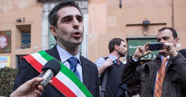 """Parma, la base del """"recall"""" di Pizzarotti? Un centinaio di iscritti (eletti compresi)"""