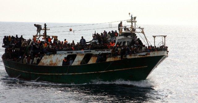 Migranti, in 818 sbarcati a Pozzallo, nel centro di accoglienza è ancora emergenza
