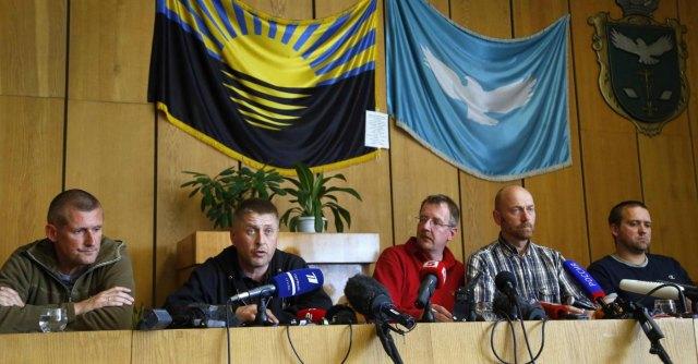 """Ucraina, separatisti filorussi liberano ostaggio. Usa: """"Nuove sanzioni contro Mosca"""""""
