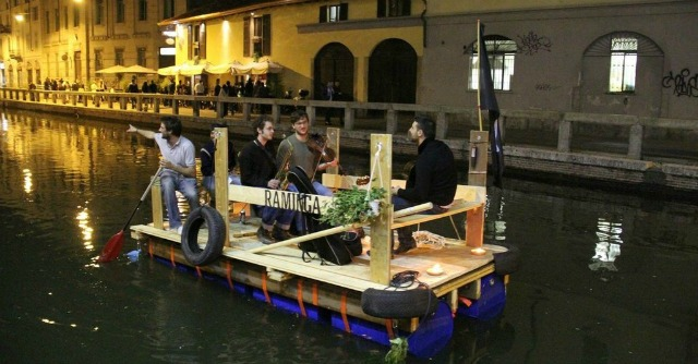 Milano, l'arte su una zattera. La Raminga del Naviglio Grande