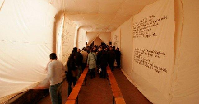 """25 aprile, """"Voci"""" a Bologna: carcerati, adolescenti e anziani recitano la Resistenza"""