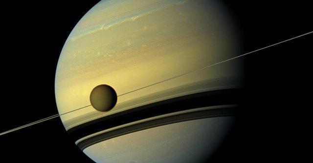 Saturno, Encelado la più piccola delle lune del pianeta nasconde un oceano