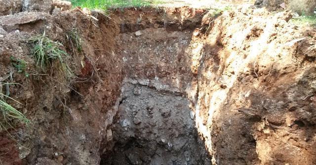 Salento, la Procura scava e trova rifiuti industriali sepolti in campagna