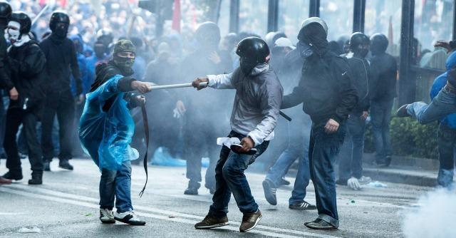 Manifestazione Roma, scontri davanti al ministero del Welfare. 30 feriti, uno grave