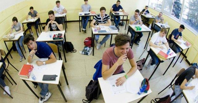 """Tfa, la protesta al Miur dei docenti senza cattedra: """"Inseriteci nelle graduatorie"""""""