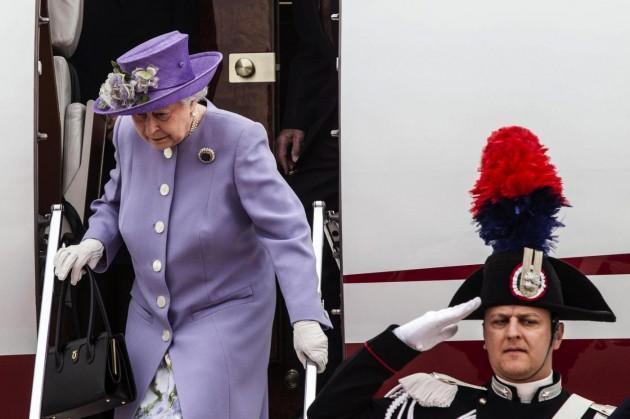 La Regina Elisabetta ed il principe Filippo arrivano all'aeroporto di Ciampino