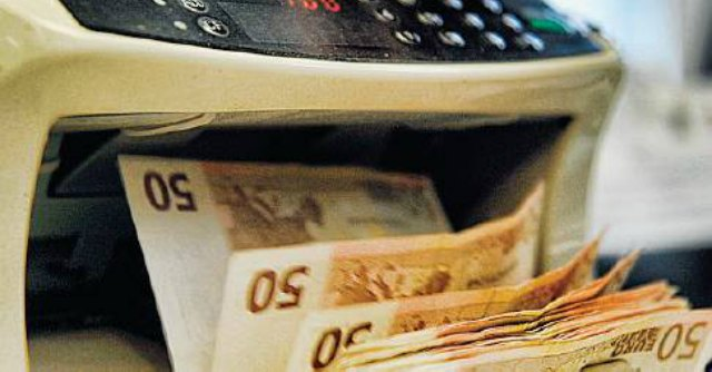 """Agenzia delle Entrate, arrestati due ispettori. Mazzette per """"sconti"""" sulle tasse"""