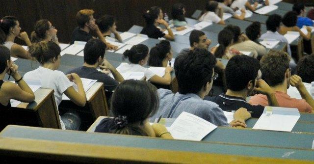 """Università, sospeso professore. Il gip: """"Alcolici ed approcci sessuali a studentesse"""""""