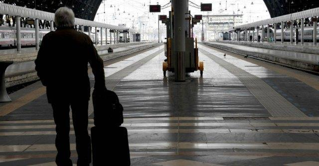 Sciopero trasporti venerdì 24 ottobre: disagi su treni e mezzi pubblici
