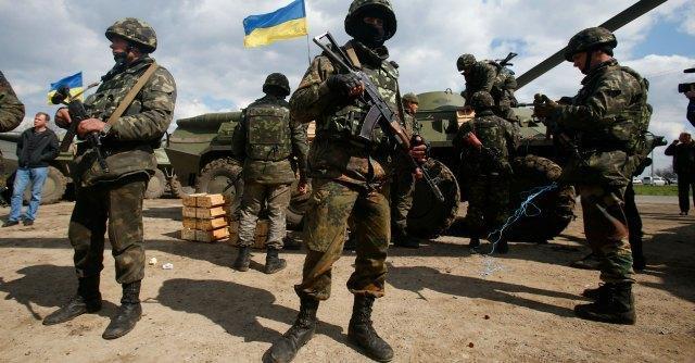 """Ucraina, ancora scontri nell'Est. La Nato: """"Possibile ritiro russo dal confine"""""""