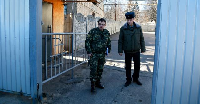 """Ucraina, Merkel a Putin: """"Intervenga per la liberazione degli ispettori Osce"""""""