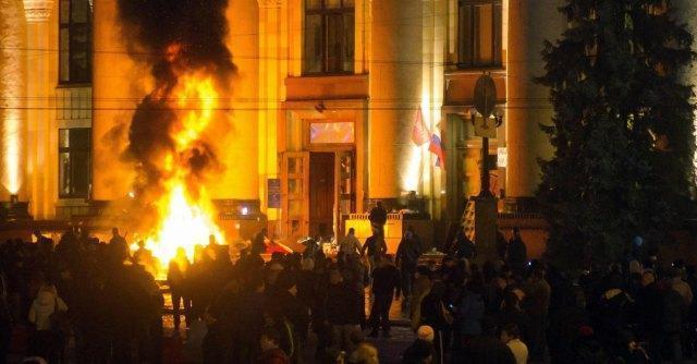 """Ucraina, blitz di polizia contro separatisti dell'Est. Mosca: """"Rischio guerra civile"""""""