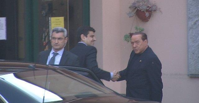 Berlusconi ai servizi sociali, primo giorno da volontario a Cesano Boscone