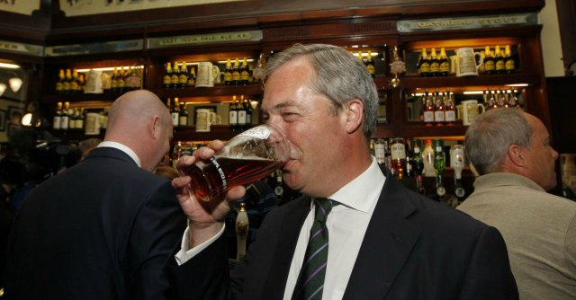 Europee, tutte le differenze tra Farage e Grillo: nazionalismo, energia e stranieri