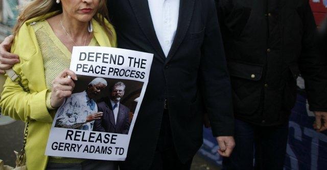 Ulster, rilasciato il leader di Sinn Fein Gerry Adams. Ma il caso non è chiuso