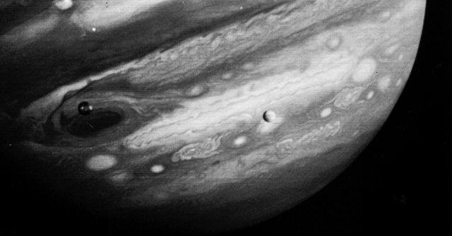 Giove, la luna Ganimede nasconderebbe strati di oceani e ghiacci
