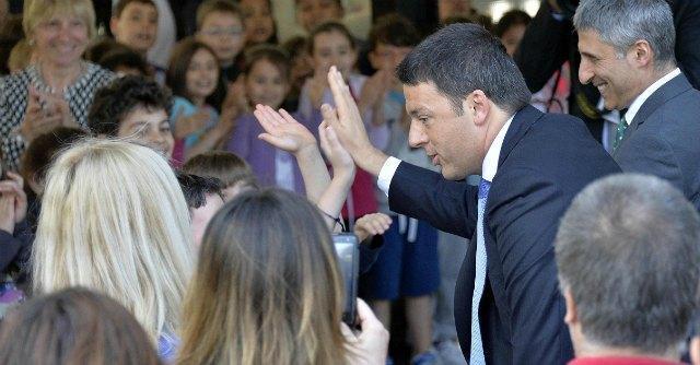 """Terzo settore, Renzi: """"Ampliare servizio civile, 5 per mille solo a chi è trasparente"""""""