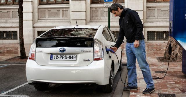 Toyota Prius Plug-In ricarica