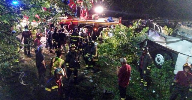 "Incidente Avellino, ""la revisione del pullman che cadde dal cavalcavia era falsa"""