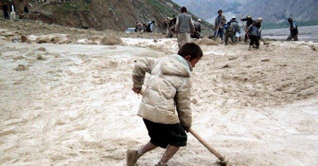 Afghanistan, frana su un villaggio nel nord est: almeno 350 morti