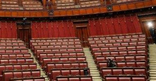 Decreto casa, manca per tre volte il numero legale: il governo costretto alla fiducia