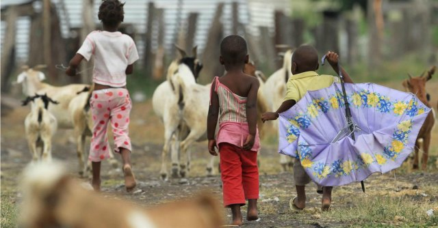 """Congo, i 31 bimbi adottati arrivano in Italia. Mogherini: """"Felice conclusione"""""""