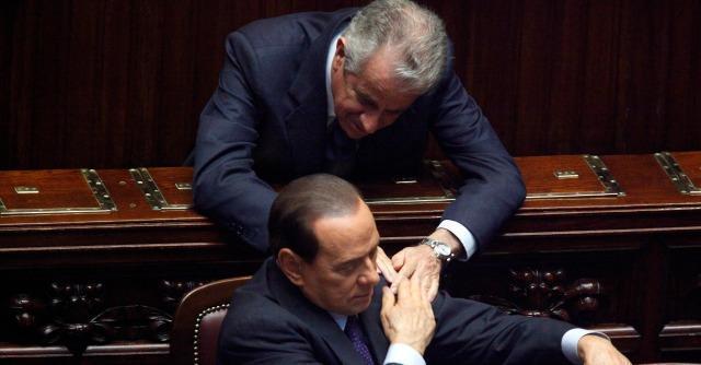 """Scajola, Berlusconi: """"Assurdo arrestarlo solo perché ha aiutato un amico latitante"""""""