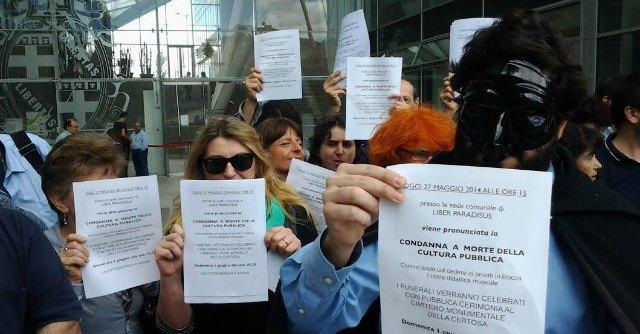 Bologna - protesta dipendenti museo