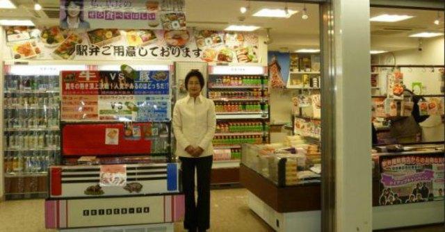 """Giappone, l'impero dei """"conbini"""" i market h24 dove si compra, ma non si fugge"""
