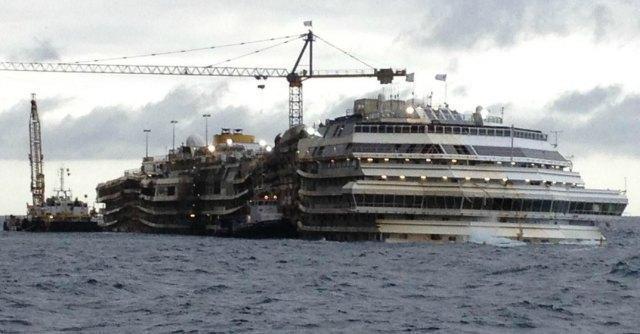 Costa Concordia, ha ceduto il primo cassone per la rimozione