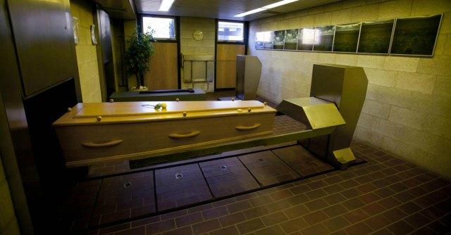 Cina, sei anziani suicidi per evitare la norma che impone la cremazione