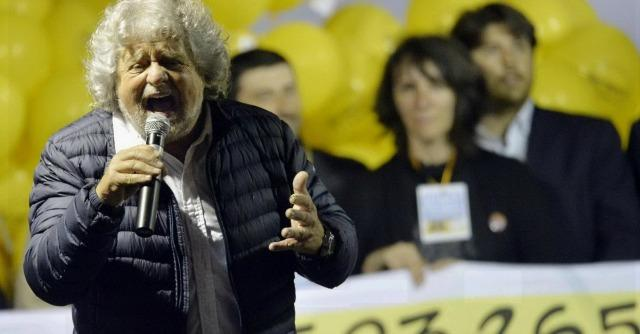 """Europee, Grillo a Milano: """"Saremo cattivi, ma senza violenza"""""""