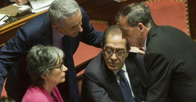 Riforme, via libera al testo base di Renzi. Ma al governo servono i voti di Berlusconi