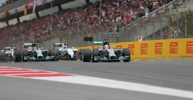 Formula 1, Gp di Spagna: vince Hamilton e doppietta Mercedes. Male le due Ferrari