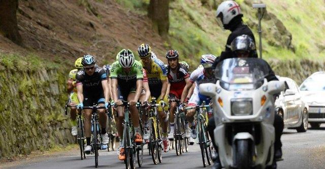 Giro d'Italia 2014, moto della Rai investe volontario della Protezione Civile: è grave