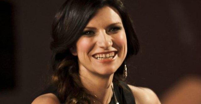 Programmi in tv stasera, TeleFatto: Bersaglio mobile e Speciale Laura Pausini