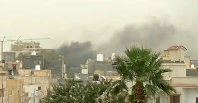 Libia, scontri miliziani-esercito: 61 morti. Evacuati 100 italiani 'sotto protezione'