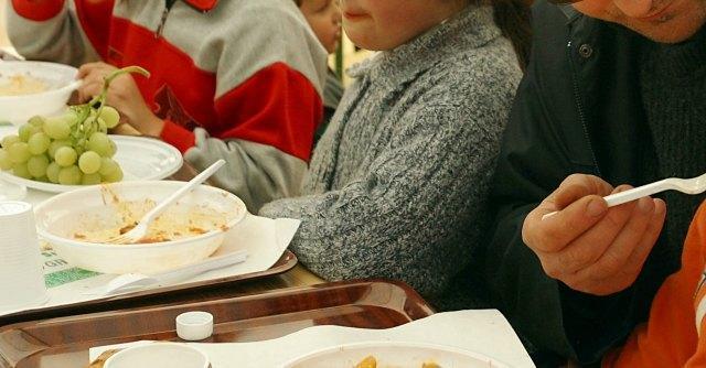 Pomezia, doppio menù per materne ed elementari: il dolce solo a chi paga di più