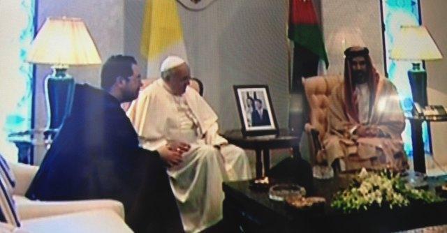 """Papa Francesco arriva in Terra santa. """"Rispetto e stima per comunità islamica"""""""