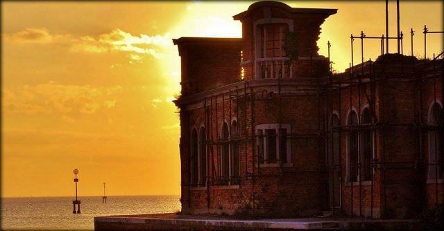 Va all'asta l'isola posseduta dal Demanio. Veneziani in coda per ricomprarsi Poveglia