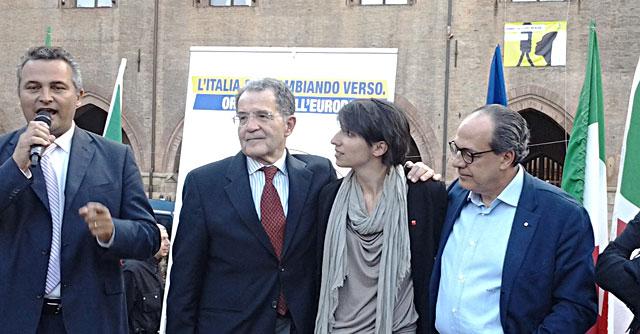 """Elezioni europee 2014, Prodi festeggia in piazza a Bologna: """"Bloccata una minaccia"""""""