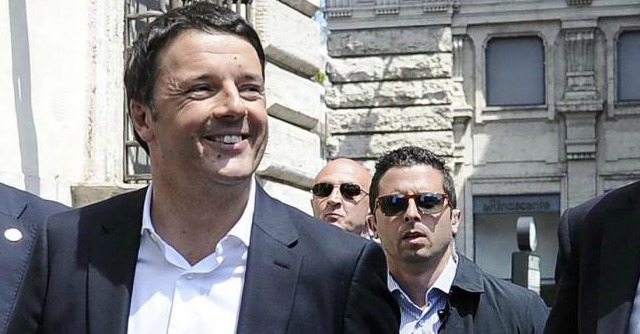 "Europee, Renzi: ""Il 40% sia casa nostra"". Su Grillo: ""Con Farage senza streaming?"""