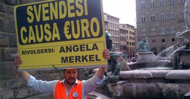 Firenze, Salvini in comizio scavalca la zona off limits a protezione dei monumenti