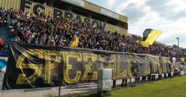 'Speziale libero': lo striscione-manifesto negli stadi di tutta Europa e …alla Fiat