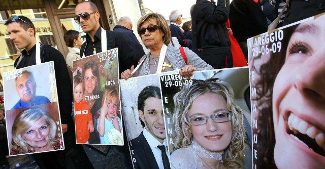 """Strage di Viareggio, """"abitanti chiesero a Fs una barriera di sicurezza: nessuno rispose"""""""