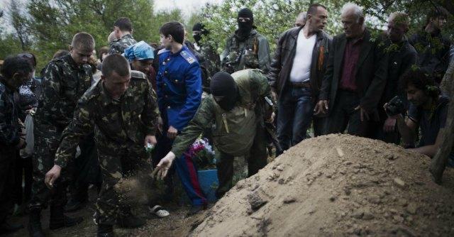 """Elicottero abbattuto da filorussi a Kiev. Mosca: """"Rischio catastrofe umanitaria"""""""