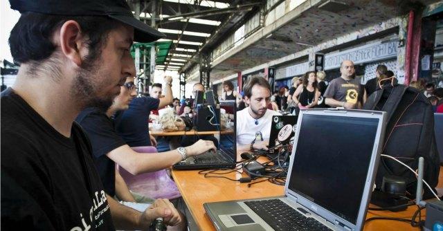 Hackmeeting 2014 a Bologna: dalle stampanti 3D allo studio di Twitter
