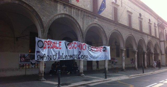 Parma, collettivi occupano l'Ospedale Vecchio. Ma il Comune l'ha appena salvato