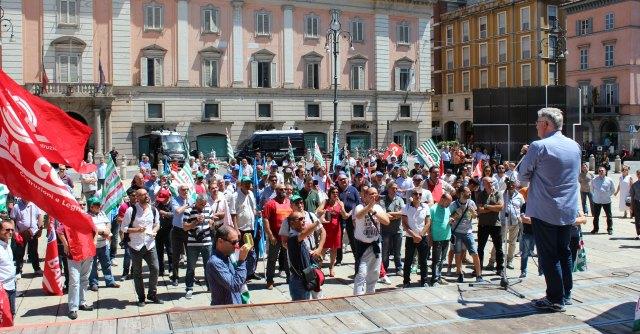 """Crisi, a rischio 500 posti della Rdb. Corteo lavoratori a Piacenza: """"Basta incertezze"""""""