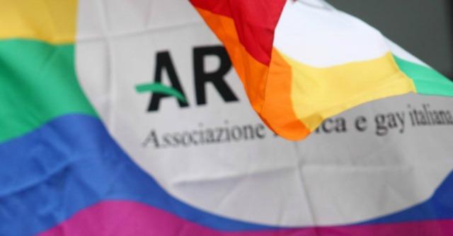Bologna, Branà di nuovo eletto presidente Arcigay: congresso affollato al Cassero
